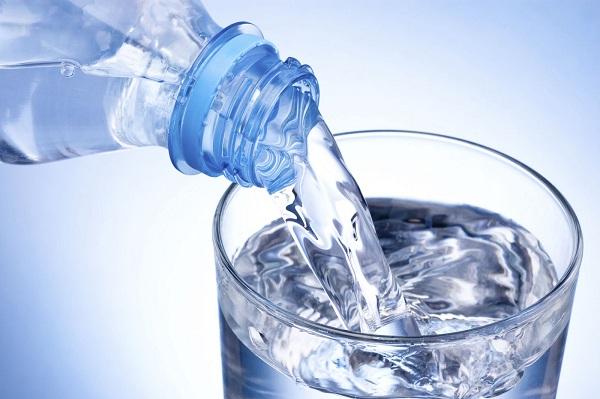 Uống nước khoáng nhiều cũng không tốt